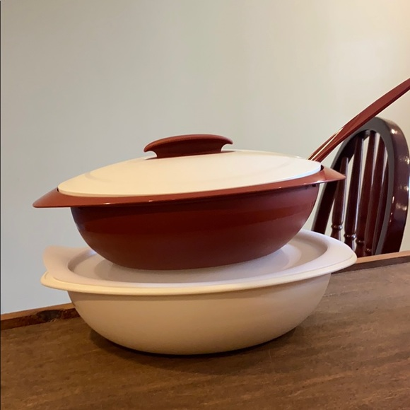 New Tupperware Small Insulated Oval Server